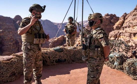 """بالصور : الملك يتابع التمرين العسكري التعبوي """"الجبال الشاهقة"""""""