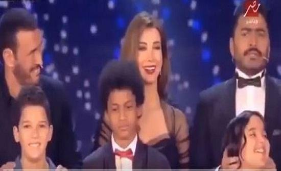 فيديو| هكذا سرّب تامر حسني اسم الفائز بـ the Voice kids قبل اعلانه!