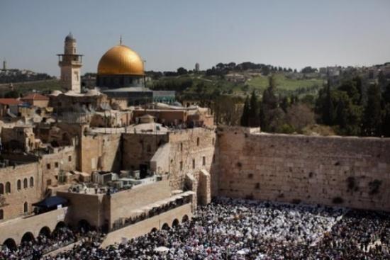 مشروع اسرائيلي بمنح جواز السفر لأكثر من 20 ألف مقدسي