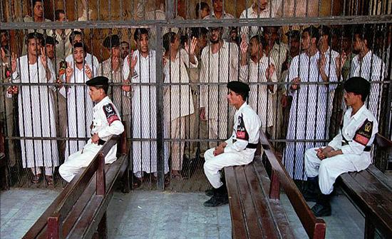 السلطات المصرية تنفّذ حكما بإعدام سبعة متهمين أُدينوا بقتل ضابط شرطة