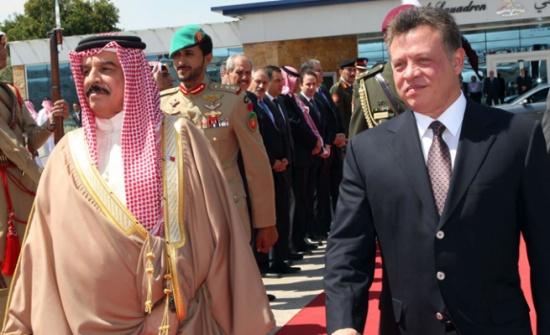 الملك حمد يشيد بالدور التاريخي للأردن بقيادة جلالة الملك في مساندة القضايا العربية العادلة
