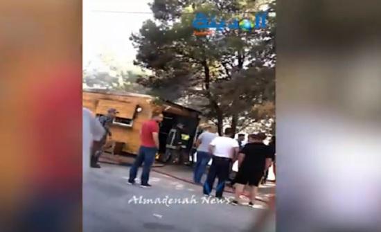بالفيديو : حريق كشك في السلط