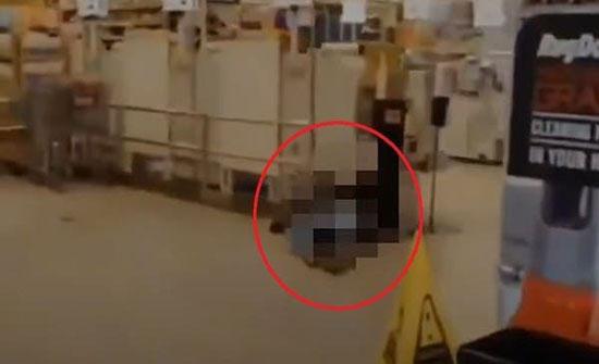 بالفيديو : لحظات مرعبة لمجزرة كولورادو.. جثث على الأرض واطلاق نار