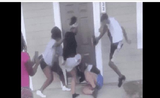 اعتداء وحشي على اميركية حامل وطفلها - فيديو