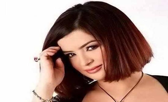 بعد 3 شهور من إعلان اعتزالها .. داليا إبراهيم تظهر بالحجاب .. شاهد