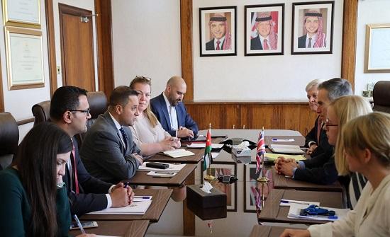 وزير التخطيط يلتقي وزير الدولة للتنمية الدولية البريطاني