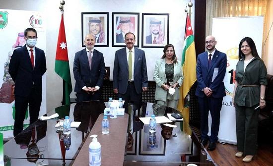 الجامعة الأردنية والسفارة التركية تبحثان تعزيز التعاون الأكاديمي والثقافي