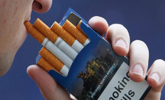 صورة : الصدفة تقود رجلا لاكتشاف صورة رجله المبتورة على علب السجائر