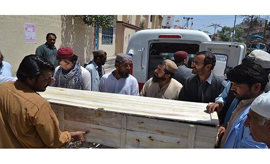 راعي غنم يفاجئ مشيعيه ويعود للحياة أثناء دفنه في الهند