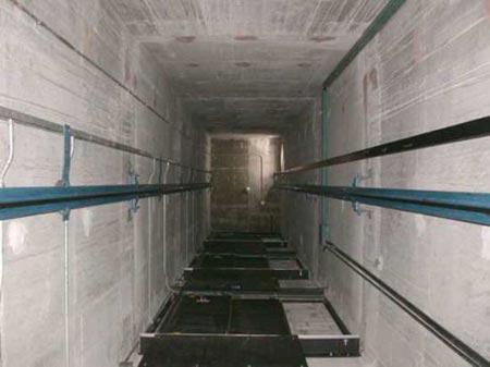 عجلون: اصابتان بسقوط مصعد في إحدى المنشآت