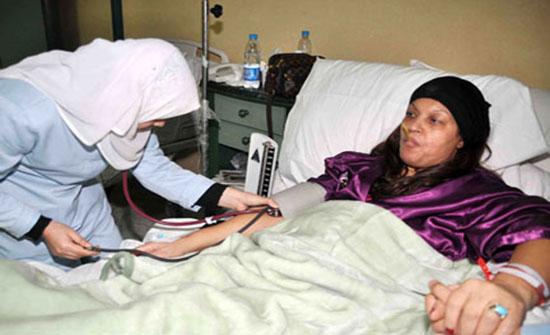 فيفي عبده تتعرض للتسمم بسبب وجبة مجهولة المصدر
