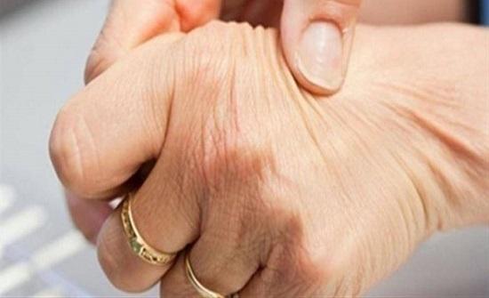 التهاب مفاصل الأصابع يهاجم المرأة بصفة خاصة.. وهذا العلاج