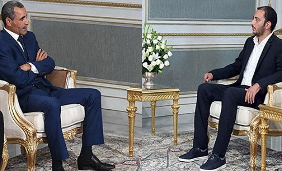 """""""ما هكذا نجلس"""".. صور لضيوف رئيس تونس تثير جدلاً"""
