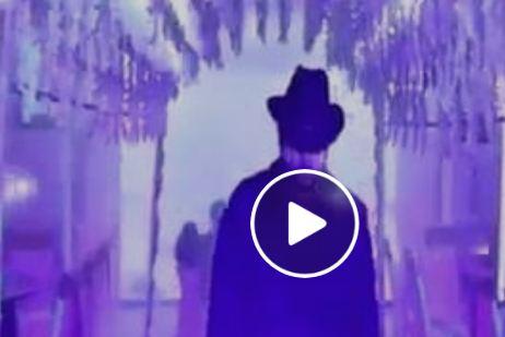 دخلة عريس إلى حفل زفافه على طريقة أندرتيكر تشعل الإنترنت (فيديو)