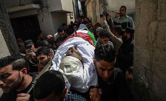 تشييع فلسطيني استشهد برصاص إسرائيلي قبل عام على حدود غزة