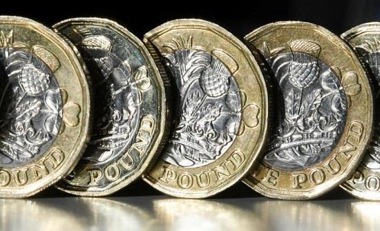 تراجع الجنيه الاسترليني وسط الضبابية السياسية في بريطانيا