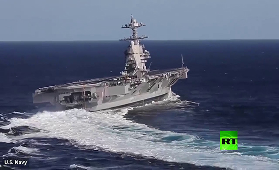 """بالفيديو :انعطاف حاد لحاملة الطائرات الأمريكية النووية """"جيرالد آر فورد"""" خلال التدريبات"""