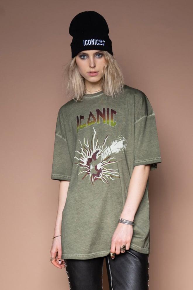 Iconic27 oversized rocking guitar t-shirt groen - Iconic 27