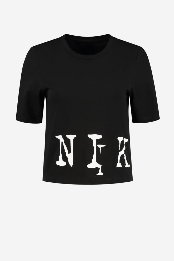 Nikkie bigo logo cropped t-shirt zwart. - Nikkie