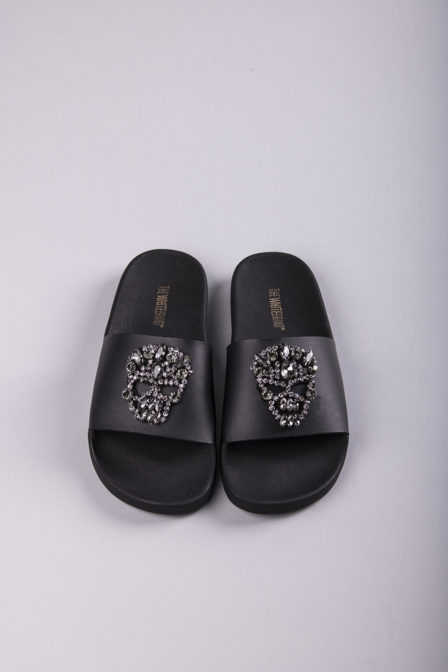 The white brand skull brilliant black slippers
