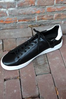 Karl lagerfeld kourt karl lkonik lo lace black sneakers