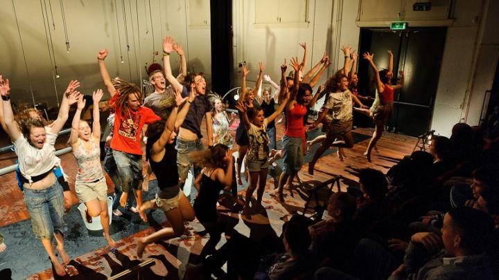 Cage Out door Silbersee — De Krakeling, theater voor de jeugd te Amsterdam