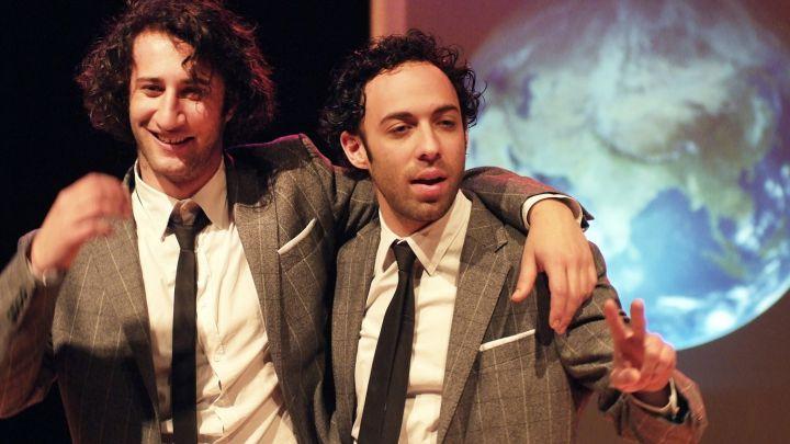 George & Eran lossen Wereldvrede op! De Finale door George & Eran producties — De Krakeling, theater voor de jeugd te Amsterdam