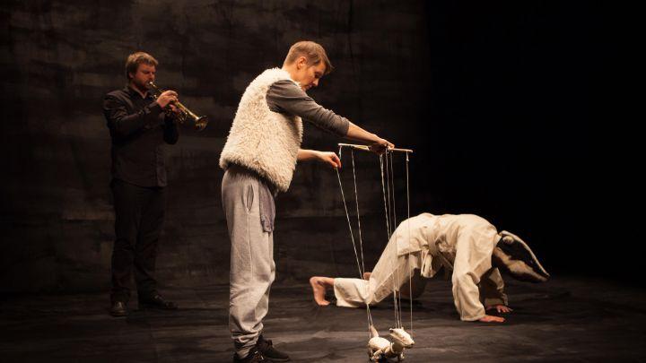 Hoe Licht kan een Wolk zijn door Het Houten Huis  — De Krakeling, theater voor de jeugd te Amsterdam