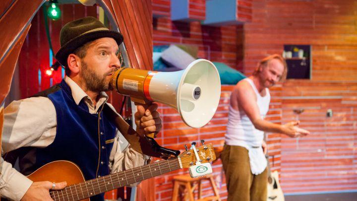 Bezoek voor Beer  door Het Laagland — De Krakeling, theater voor de jeugd te Amsterdam