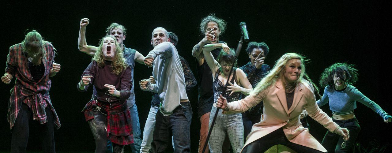 Guerrilla door Danstheater AYA / DOX  — De Krakeling, theater voor de jeugd te Amsterdam