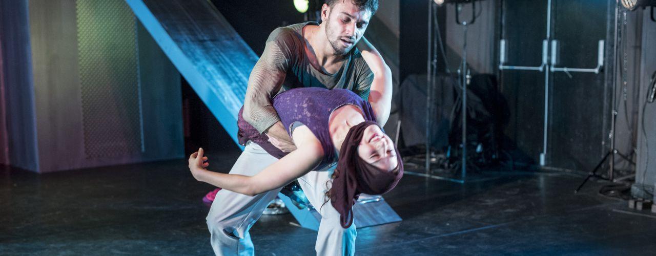 Sluier door Danstheater AYA  — De Krakeling, theater voor de jeugd te Amsterdam