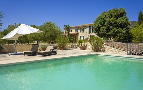 BEAUTIFUL-FINCA-BINISSALEM-MALLORCA_18.jpg