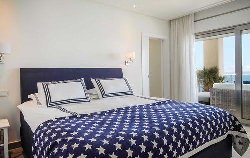 Luxury-Frontline-Penthouse-13.jpg
