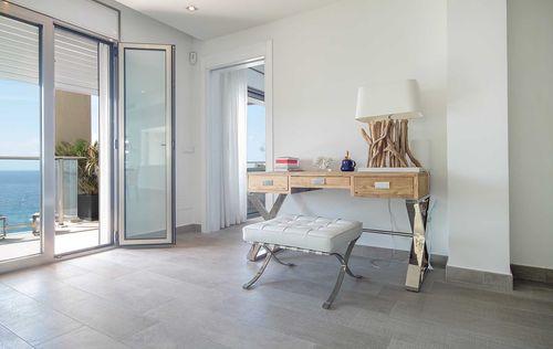 Luxury-Frontline-Penthouse-14.jpg