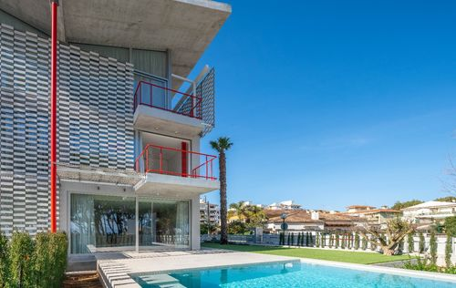 MODERN-VILLA-BY-THE-SEA-ALCUDIA_15.jpg