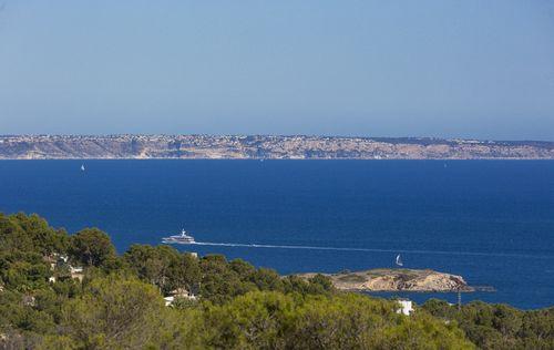 SEA-VIEW-DESIGN-VILLA-IN-COSTA-DEN-BLANES-MALLORCA_2.jpg