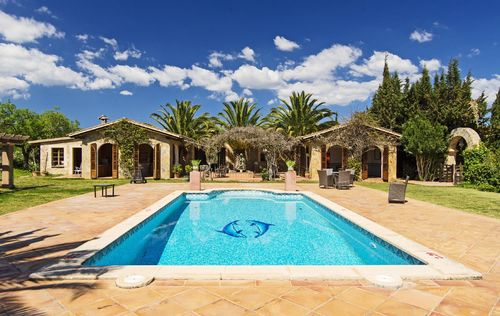 SPACIOUS-MAJORCAN-FINCA-BY-THE-VINYARDS-_24.jpg