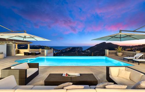 amazing-mansion-port-andrtax3.jpg