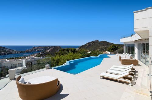 Drömvilla med panoramautsikt över havet