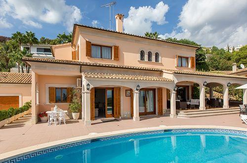Mediterransk villa med panoramablick över havet