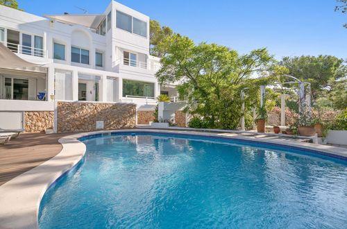 Modern generös familje villa med flera terrasser