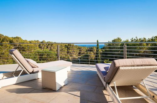 Idyllically situated villa with sea views in Cala Vinyas