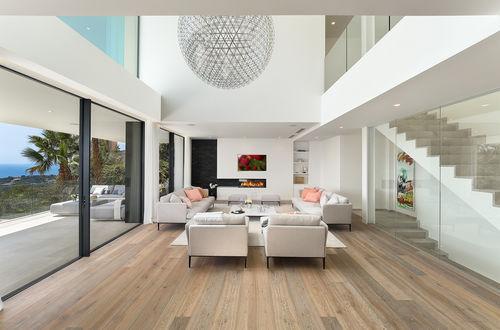 Välkommen till 180 grad havsutsikt i denna stilrena nybyggda villa
