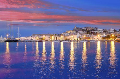 Drömvilla med separat gästhus och vidsträckt utsikt nära Ibiza stad