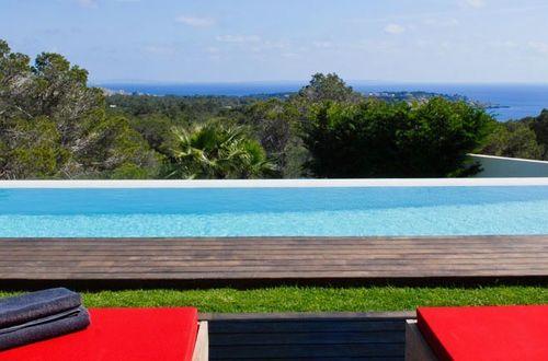 Elegant nybyggd drömvilla med hänförande panoramavy över havet och ön Formentera