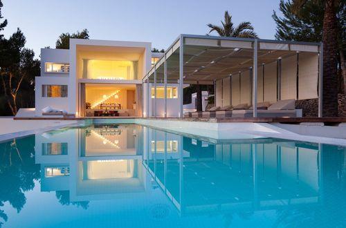Modern egendom med separat gästvilla och vidsträckt havsutsikt ända bort till ön Formentera