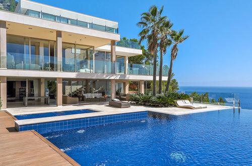 Exklusiv egendom intill havet med separata gästvillor