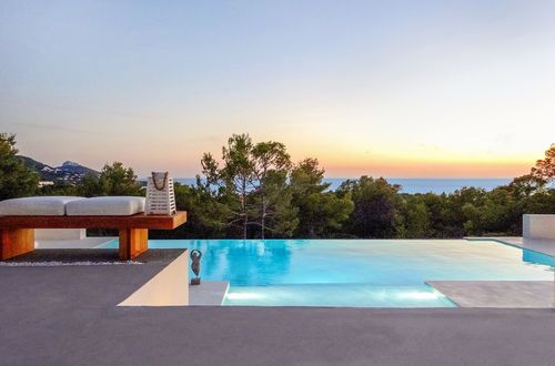 Magnificent residence in sought after area with breathtaking view over the landscape and the sea