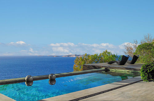 Exklusiv Frontline-Villa i Cala Moli