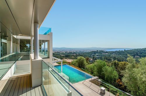 High-quality sea view residence in exclusive location